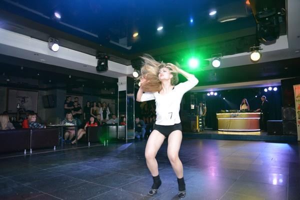 Чемпионат по стрип-пластике, сексуальные танцовщицы