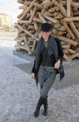 Деревянная буква П показалась Ксении Собчак интересной