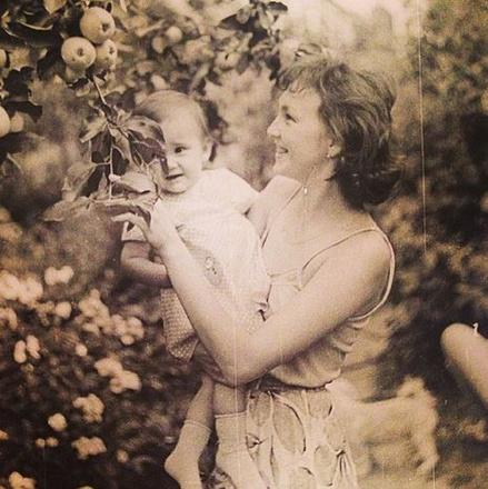 Звезды поздравили мам с Днем Матери, флешмоб WDay.ru, #мамин_wday, фото