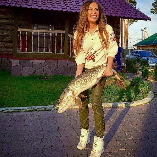 Юлия Михалкова, «Шоу «Уральские пельмени», фото