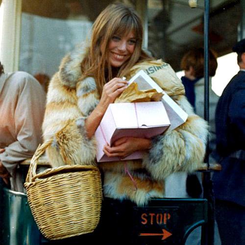 20 лет назад Джейн и предположить не могла, что сумка, названная в ее честь, перегонит ее по популярности...
