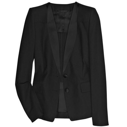 Темный пиджак.