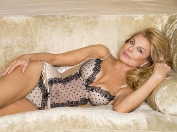 Джилли Джонсон уверена: женщины могут прекрасно выглядеть в белье в любом возрасте.