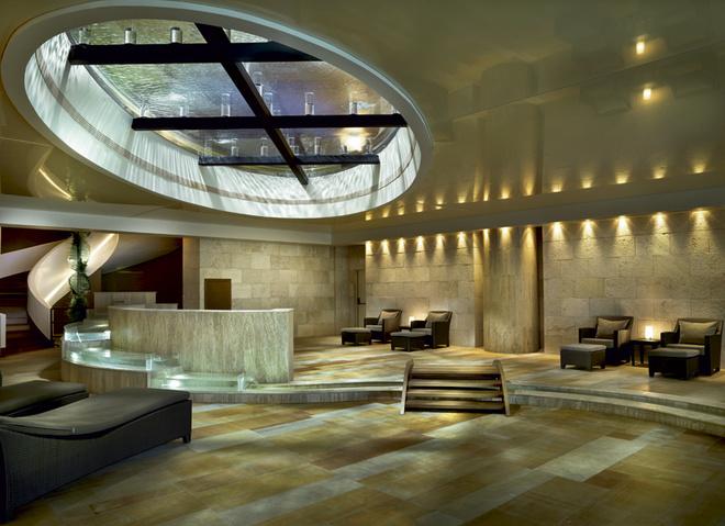 Несмотря на ультрасовременный дизайн, при отделке Six Senses Spa использовались исключительно натуральные материалы: камень, дерево и стекло.
