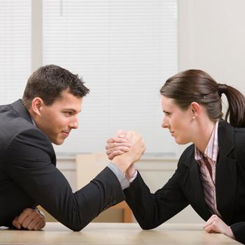 Спортом можно заниматься даже в офисе. Главное, найти удобную «площадку», а также соперника (или партнера по команде).