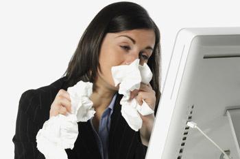 Капли и спреи от насморка помогут уменьшить воспаление и улучшить носовое дыхание.