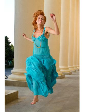 Александра Ребенок в платье от Маши Цигаль