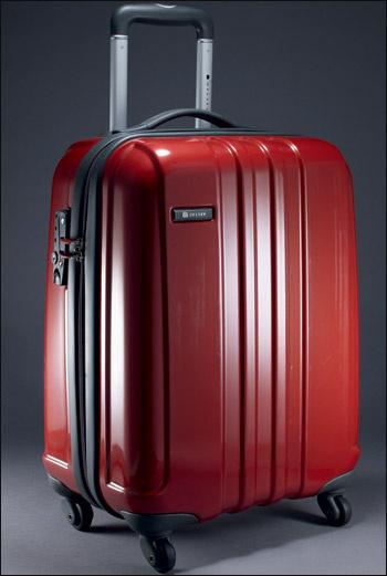 Lite Gloss (Delsey) – cамая легкая гамма в ассортименте жесткого багажа Delsey.