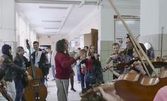 В Казани музыканты «Lа Primavera» устроили флэшмоб прямо на избирательном участке