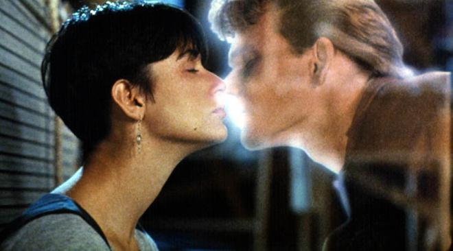 Поцелуй из фильма «Приведение»