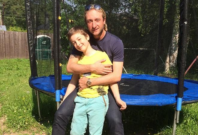 Евгений Плющенко со старшим сыном фото
