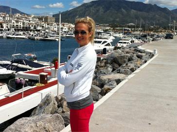 Виктория Лопырева проводит много времени на свежем воздухе и предпочитает стиль casual.