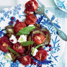 Салат из жареных помидоров, кабачков, сыра лабнех и мяты