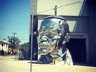 Тина Канделаки не смогла пройти мимо новой достопримечательности Лос-Анджелеса - памятника Ленину.