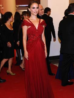 Натали Портман обожает роскошные платья в пол