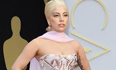 Леди Гага появилась на «Оскаре» в женственном наряде