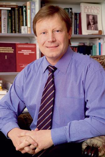 Андрей Россохин – директор Центра современного психоанализа, преподаватель МГУ. Автор книги (совместно с Викторией Измагуровой) «Личность в измененных состояниях сознания» (Смысл, 2005).