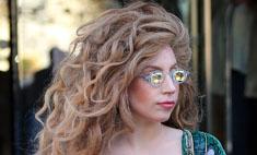 Леди Гага продемонстрировала растяжки на животе
