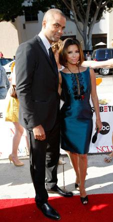 Ева Лонгория с супругом Тони Паркером на красной дорожке (первое платье)