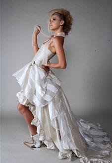 Оригинальное свадебное платье в полоску
