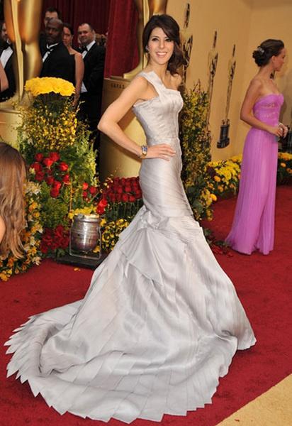 Мариса Томей в Versace