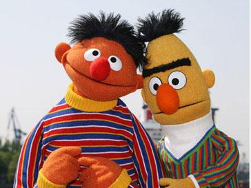 Создатели «Улицы Сезам» не хотят превращать своих героев в гомосексуалистов