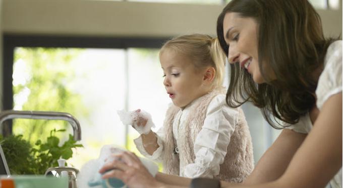 «Если ребенок не помогает по дому, он никогда не повзрослеет»