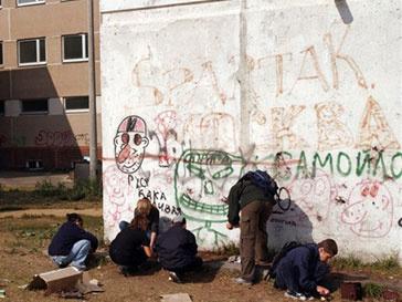 Собственники стен и заборов будут платить штрафы за экстремистские граффити
