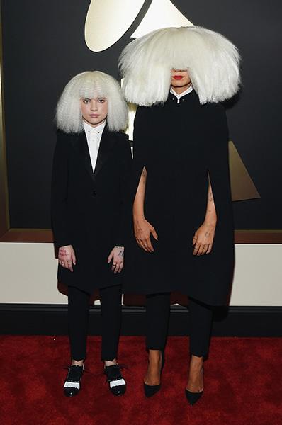 "Певица Sia и Мэнди Зиглер на ""Грэмми""-2015"