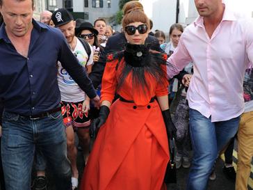 Леди ГаГа (Lady GaGa) записалась в поклонницы творечества Ульяны Сергеенко (Ulyana Sergeenko)