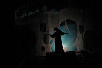 В пьесе Казанчяна задействованы только два актера – от всех прочих персонажей канонической «Чайки» остались одни лишь воспоминания.
