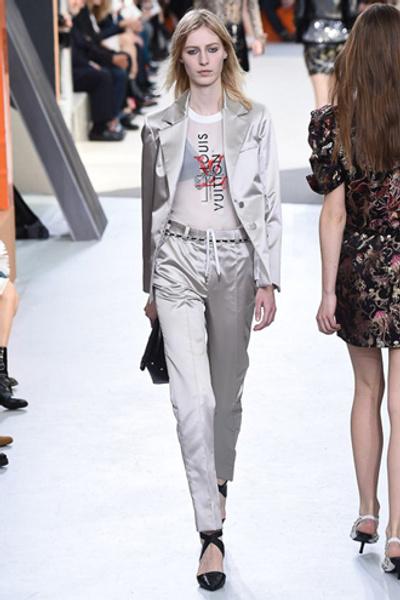 Неделя моды в Париже: показ Louis Vuitton ready-to-wear осень-зима 2015/16 | галерея [1] фото [4]