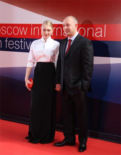 Оксана Акиньшина с мужем.