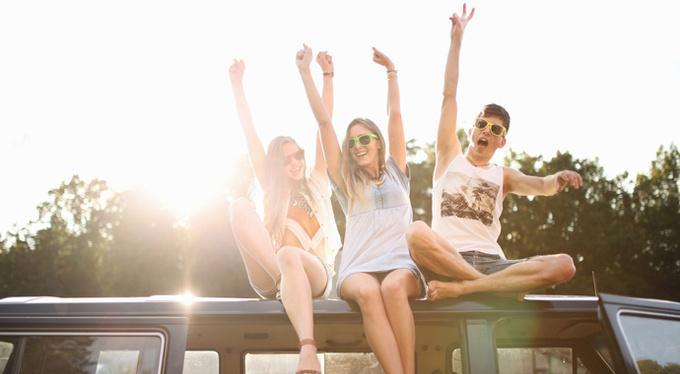 Опасные друзья: как отношения в юности травмируют нас