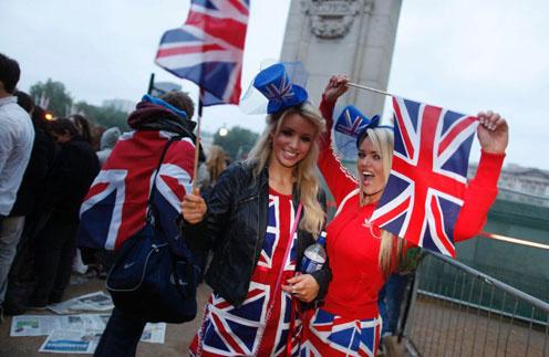 Великобритании отмечает свадьбу Кейт и Уильяма как личный праздник.