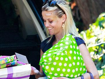 Риз Уизерспун (Reese Witherspoon) впервые после аварии показалась на публике