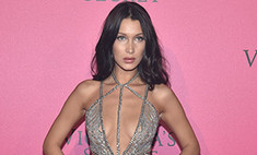 Изможденная диетой Белла Хадид показала грудь на вечеринке Victoria's Secret