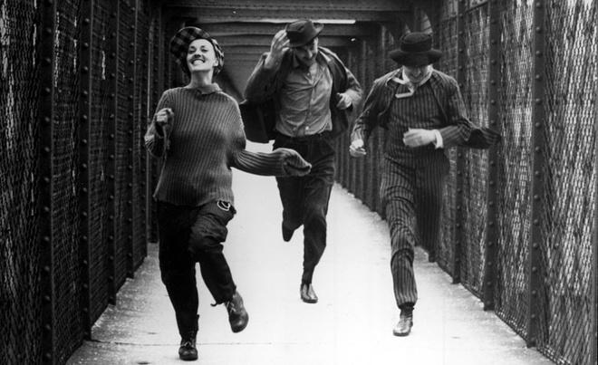 Легендарный кадр из фильма «Жюль и Джим» режиссера «новой волны» Франсуа Трюффо. 1962 год.