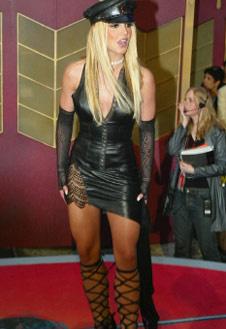 Кожа, шнурки, агрессивное мини – Бритни Спирс смотрится вульгарно