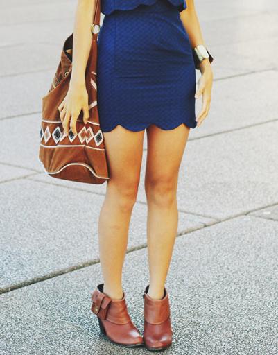 Синее платье с мини-юбкой