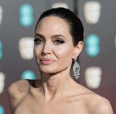 Джоли, Никсон и еще 7 звезд, которым удалили грудь