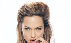 Анджелина Джоли подарит мужу загадочный бриллиантовый кулон