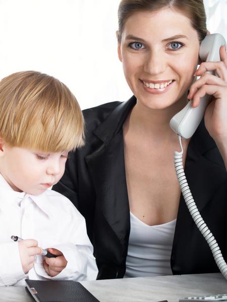 Многие крупные корпорации давно поняли, что гораздо проще помочь сотруднику решить проблему с ребенком, чем пожертвовать рабочим днем ценного сотрудника