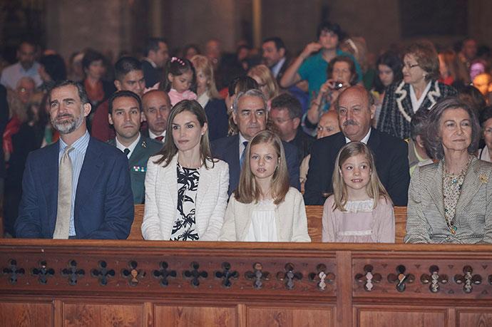Испанские монархи на торжественной мессе