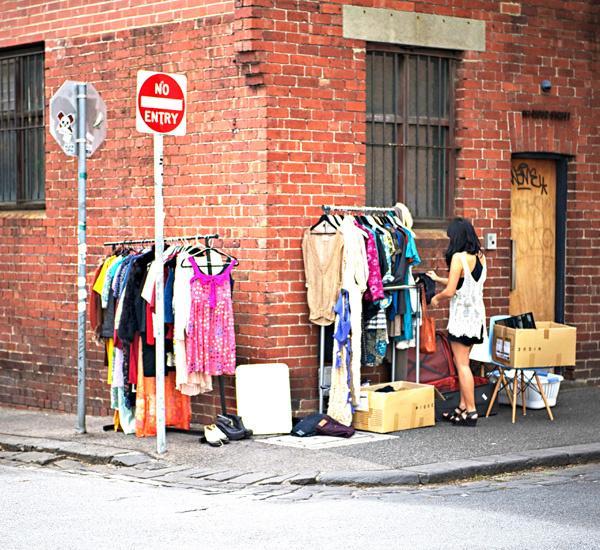 Создать ретро-образ можно с помощью одежды из магазинов демократичных марок или винтажных магазинов и сэконд-хэндов