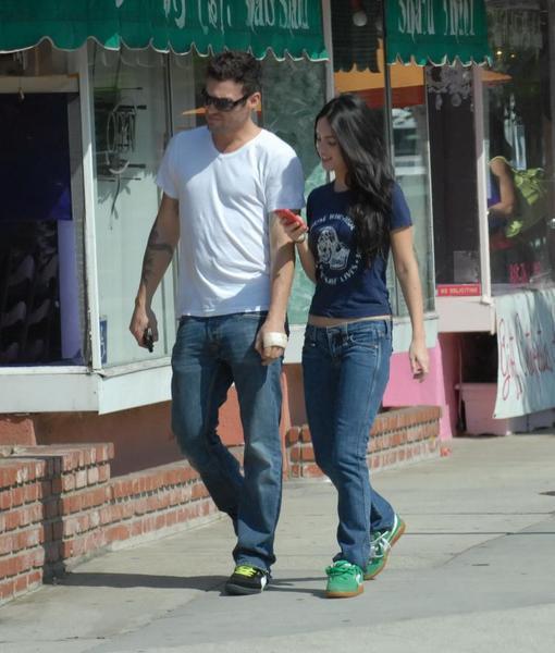 Брайан и Меган на прогулке