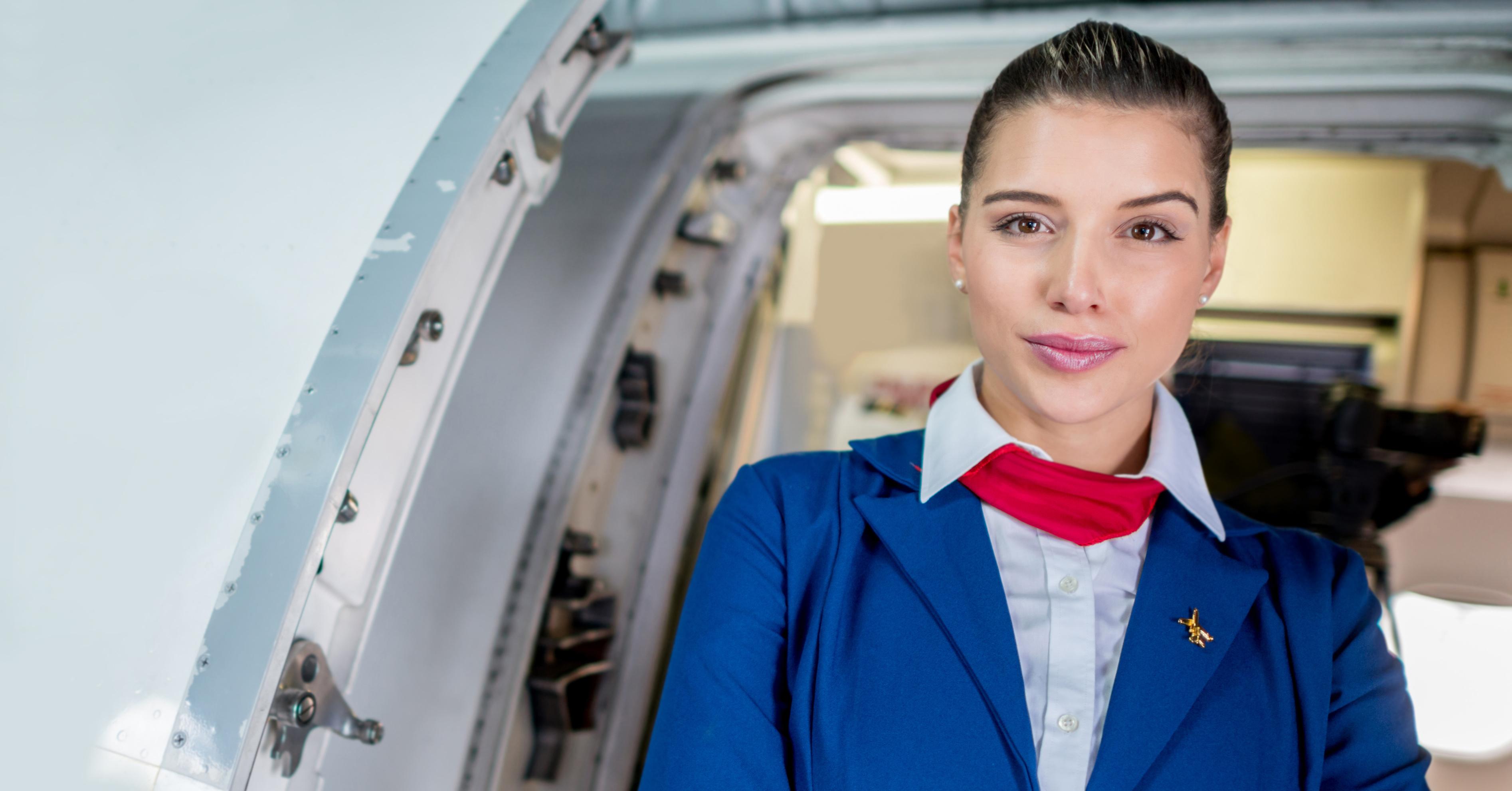 devushki-v-uniforme-styuardessi