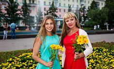 Девушки с цветами: выбери самую прекрасную