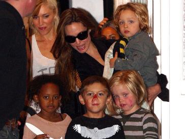 Анджелина Джоли (Angelina Jolie) нанесла дружеский визит Гвен Стефани