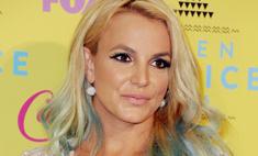 Бритни Спирс показала грудь на шоу для подростков